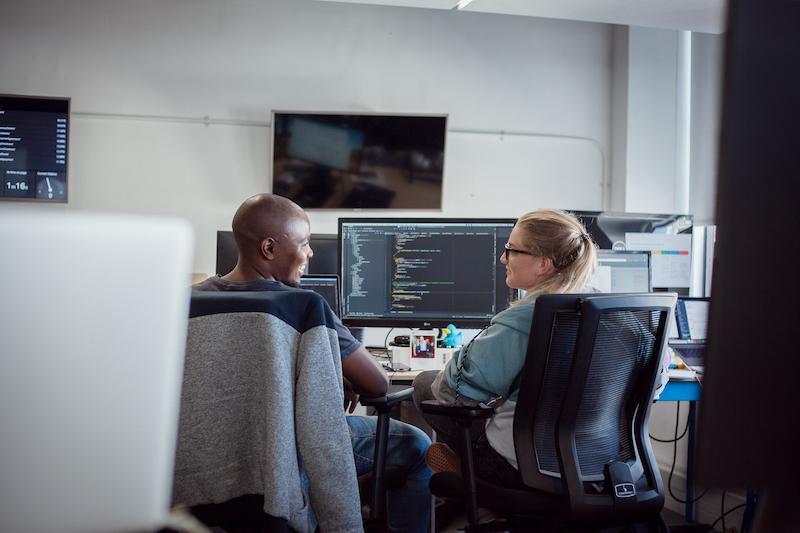 Ncedile Nkonyana and Lauren Naylor peer coding together.