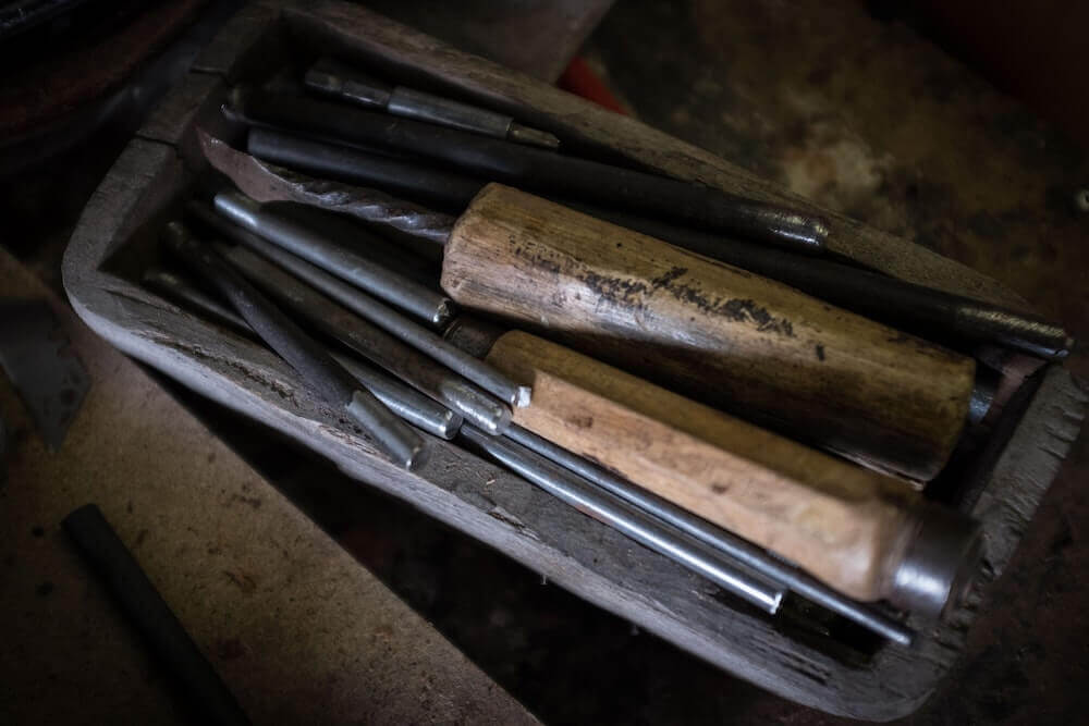 The wooden tool box.