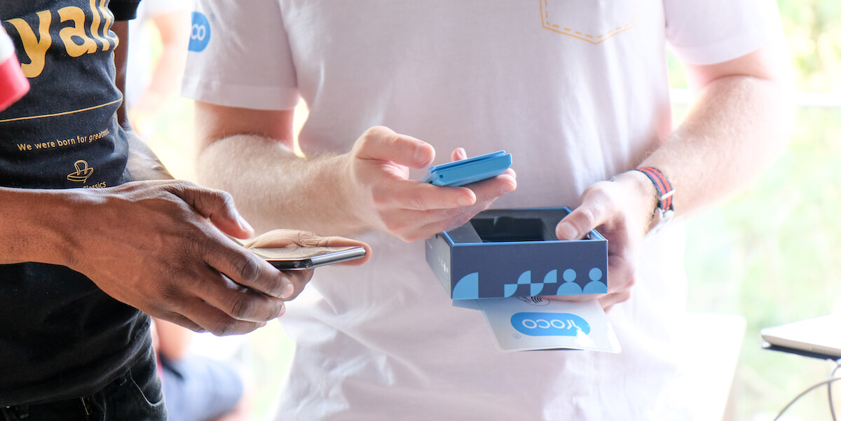 An image of a Yoco merchant pairing their device in article about the cheapest data bundles.