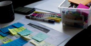 A picture of a messy desk in an article about creating a new business plan for the new year.