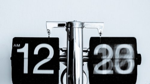A whirring calendar in article about managing time as a business owner.